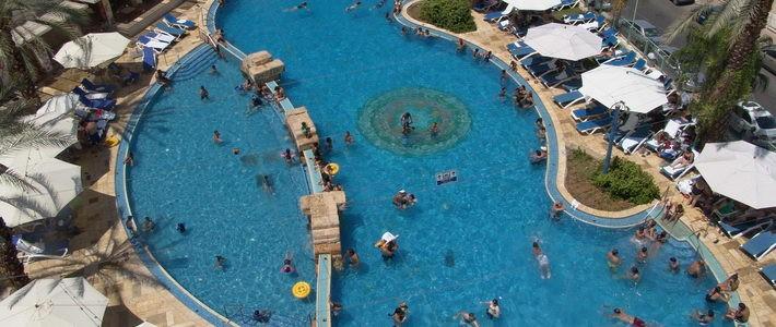 הקיץ הגיע וכולנו הולכים לבריכת השחייה